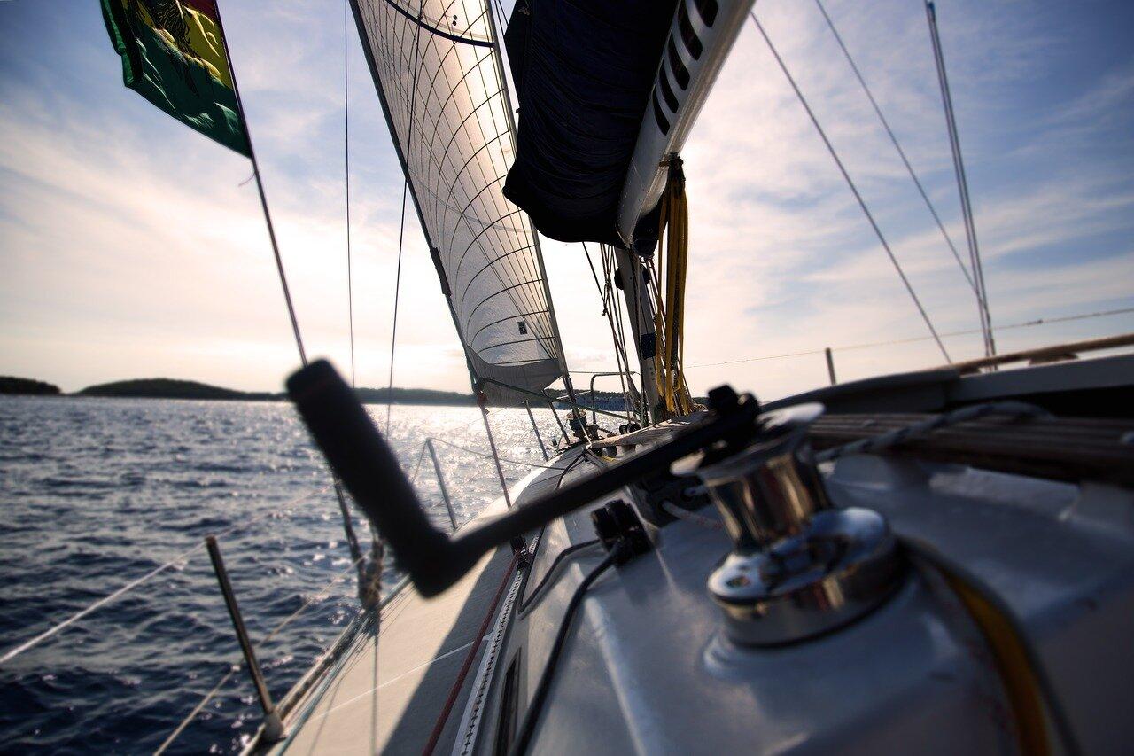 Miłośnicy żeglarstwa. Hurtownia żeglarska, wyposażenie jachtu i akcesoria żeglarskie