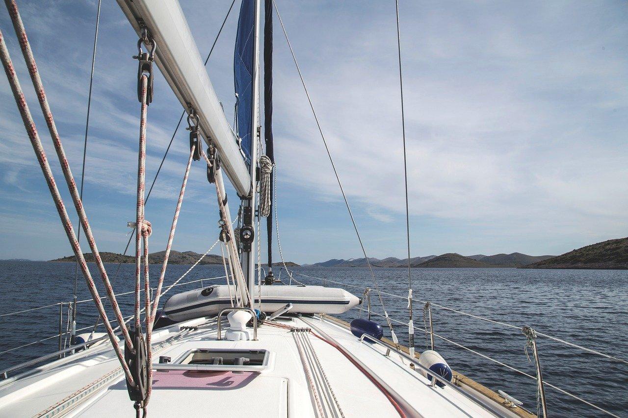 Jacht czy żaglówka?