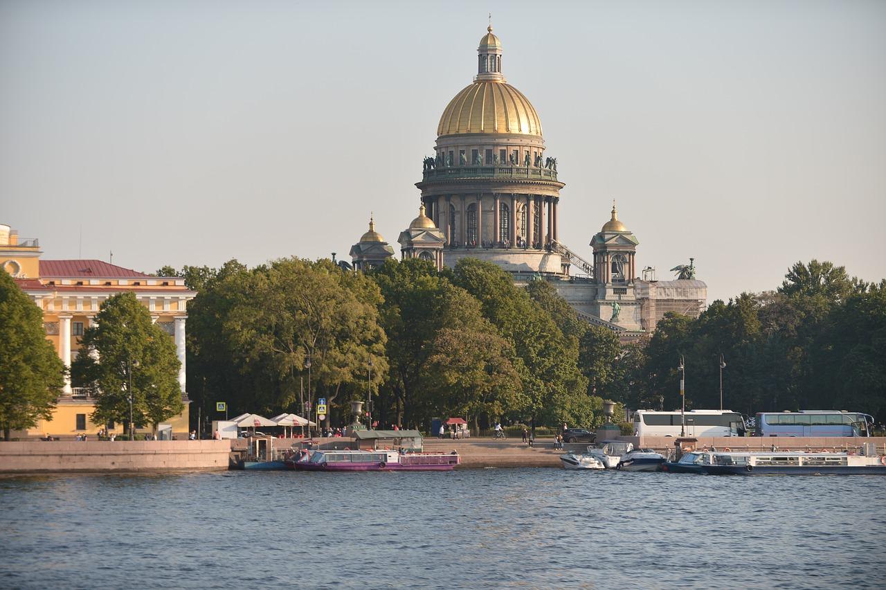 Wiele nazw i początki miasta Petersburg