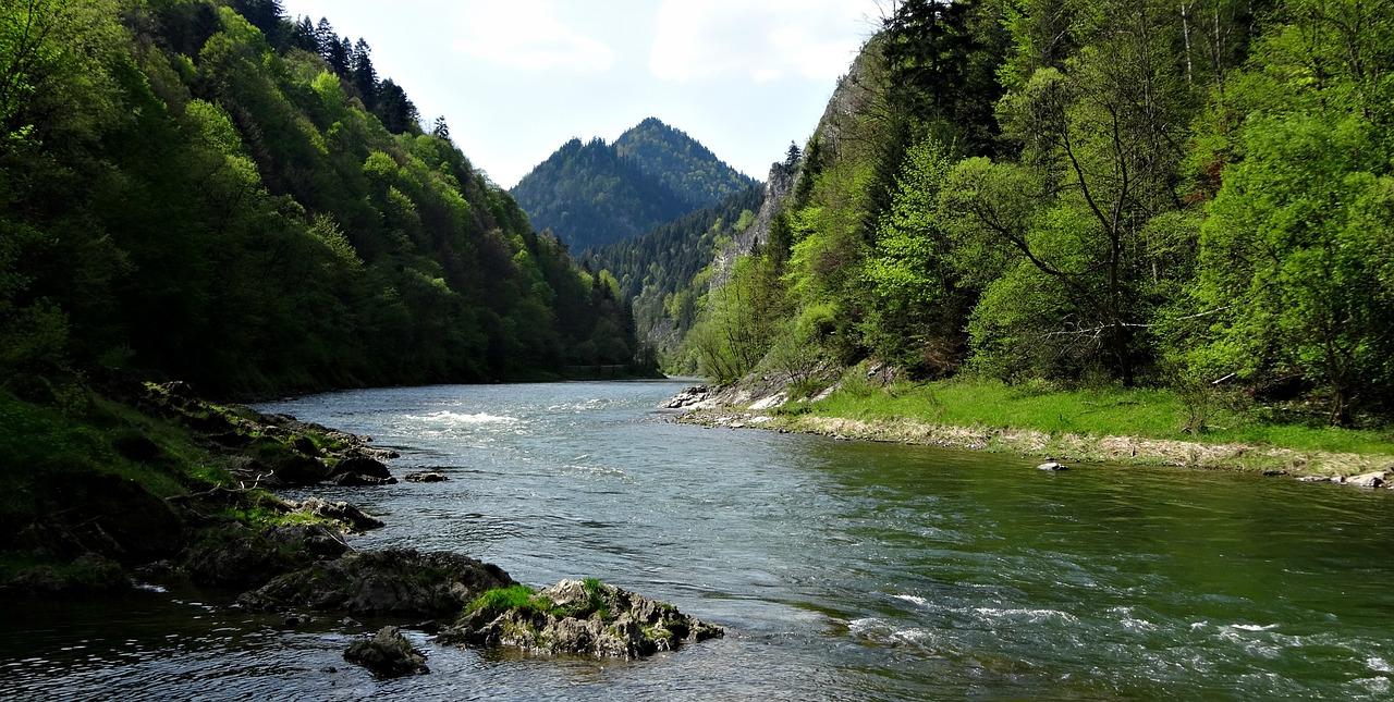 Spływ Dunajcem – największa atrakcja dla turystów odwiedzających Pieniny
